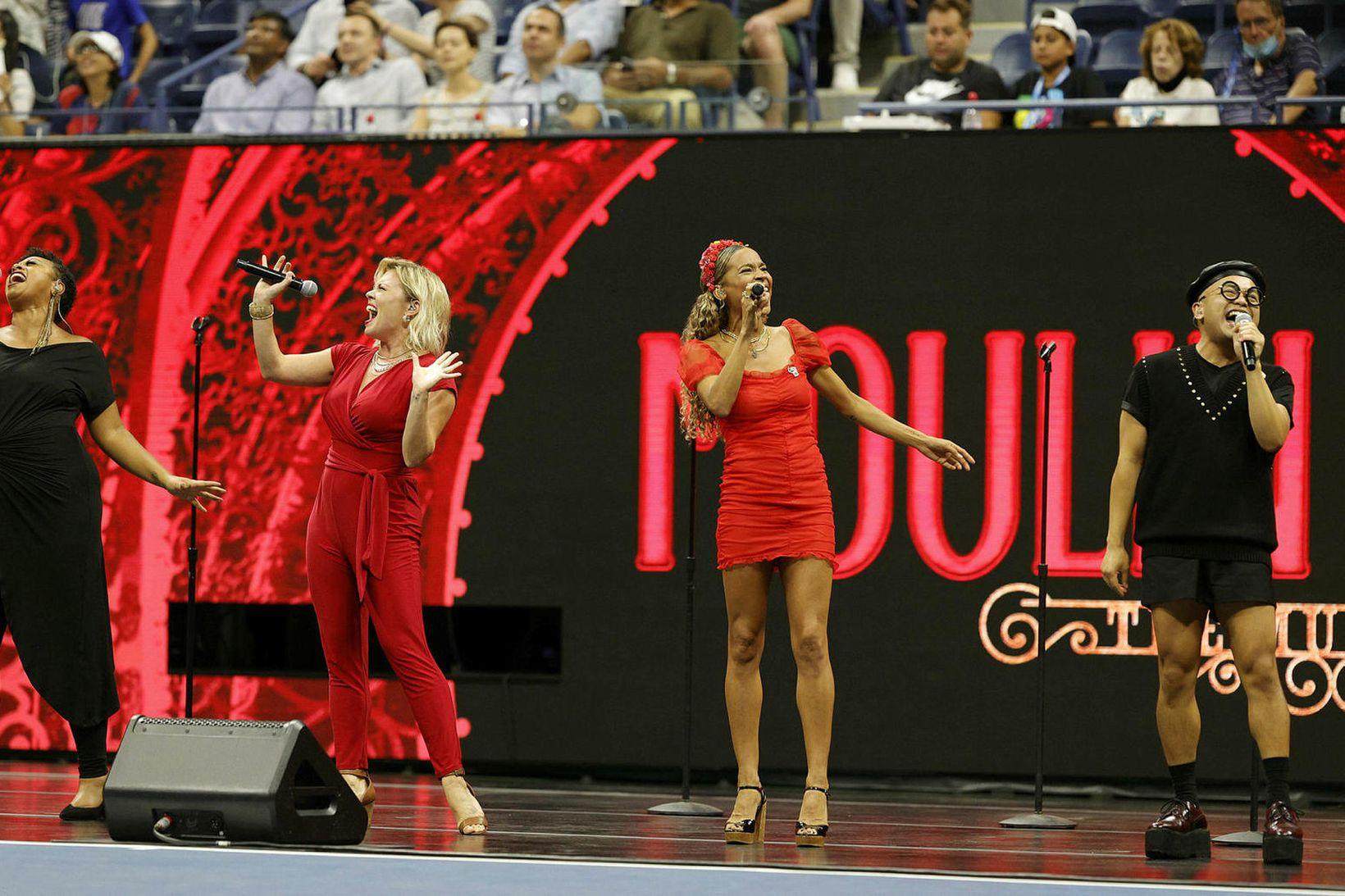Söngleikurinn Moulin Rouge hlaut flest verðlaun á Tony verðlaunahátíðinni.