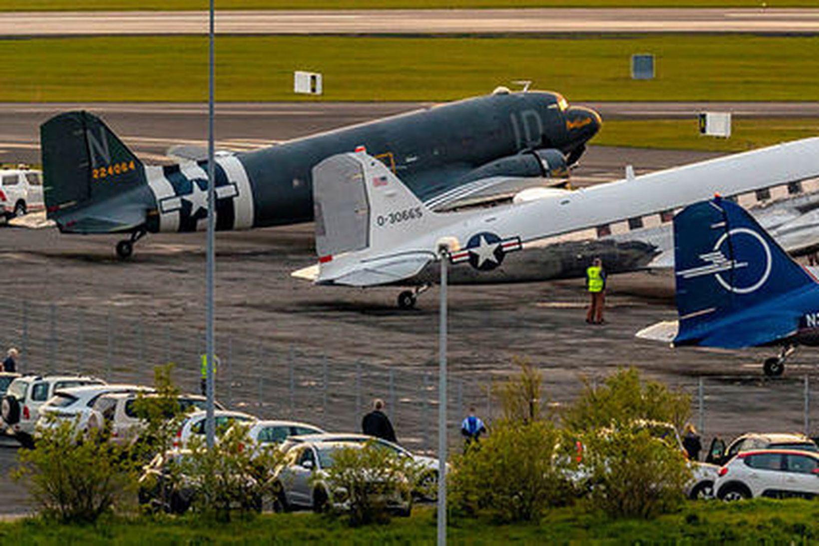 Mikill viðbúnaður var á Reykjavíkurflugvelli í kvöld þegar þrjár flugvélar …