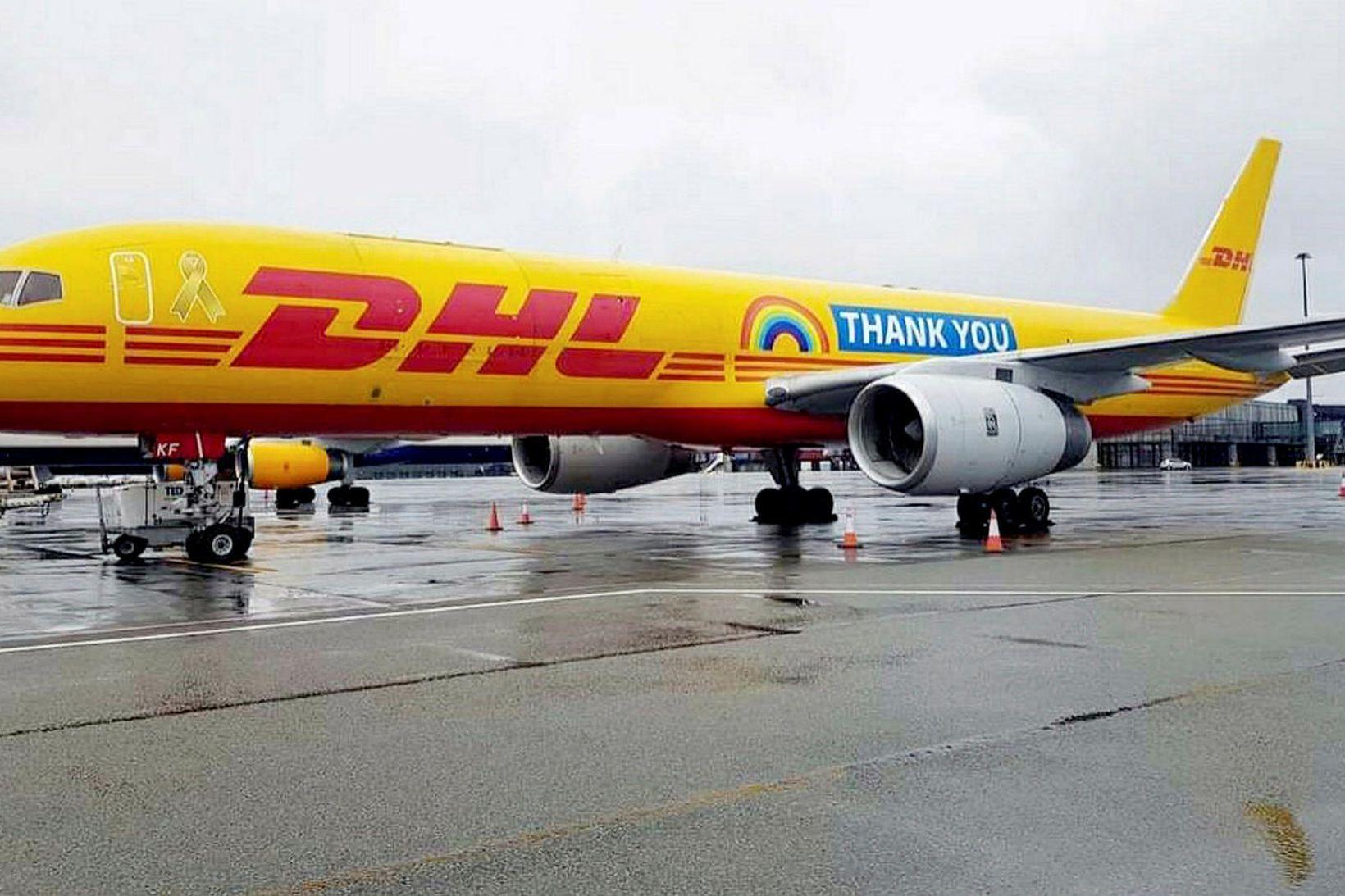 "DHL-vélin flaug um alla Evrópu merkt ""Thank You"" og regnboga …"