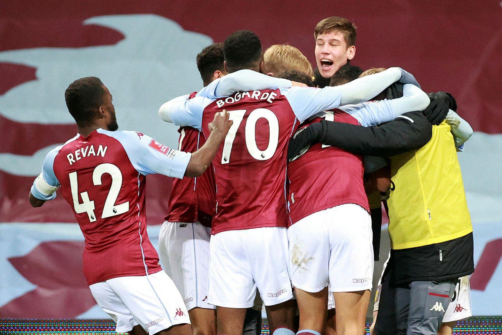 Hópsmit kom upp hjá Aston Villa í síðustu viku.