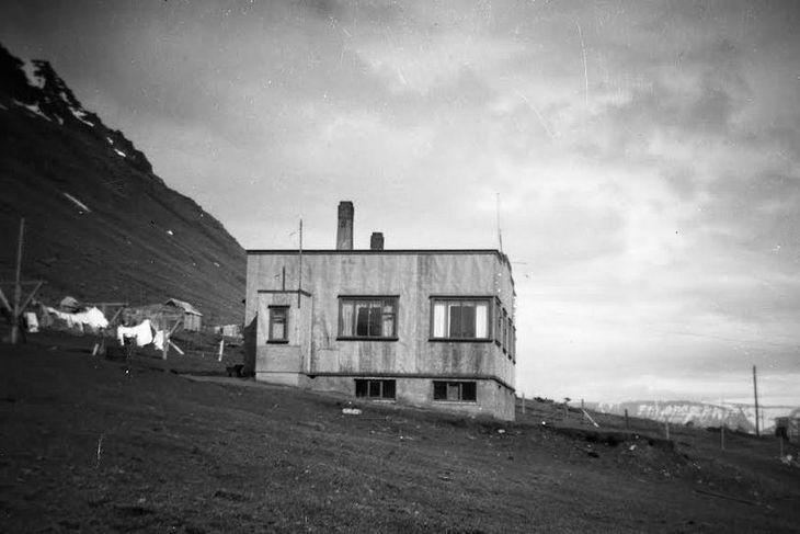 Dagheimilið Hlíðarvegi 13 á Ísafirði um miðja síðustu öld en þar skrifaði Rósa Jóhannsdóttir bréfið ...