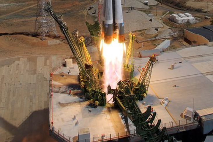 Birgðaflutningageimfarinu var skotið á loft með Soyuz-eldflaug frá Kasakstan í ...