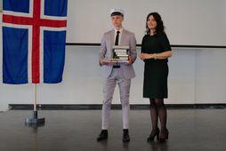 Óskar Atli Magnússon dúx Flensborgarskólans og Erla Ragnarsdóttir skólameistari.