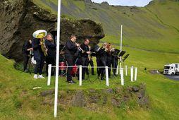 Lúðrasveit Vestmannaeyja var mætt til að létta lund þeirra sem kíktu í Dalinn í gær.