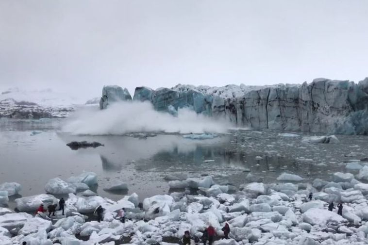 Tourists run for their lives as huge waves approach in Jökulsárlón glacial lagoon.