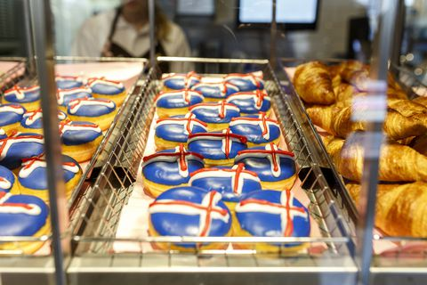 Dunkin' Donuts adorned with icing in the colours of the Icelandic flag.