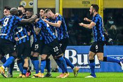 Leikmenn Inter fagna seinna marki sínu í leiknum í kvöld.