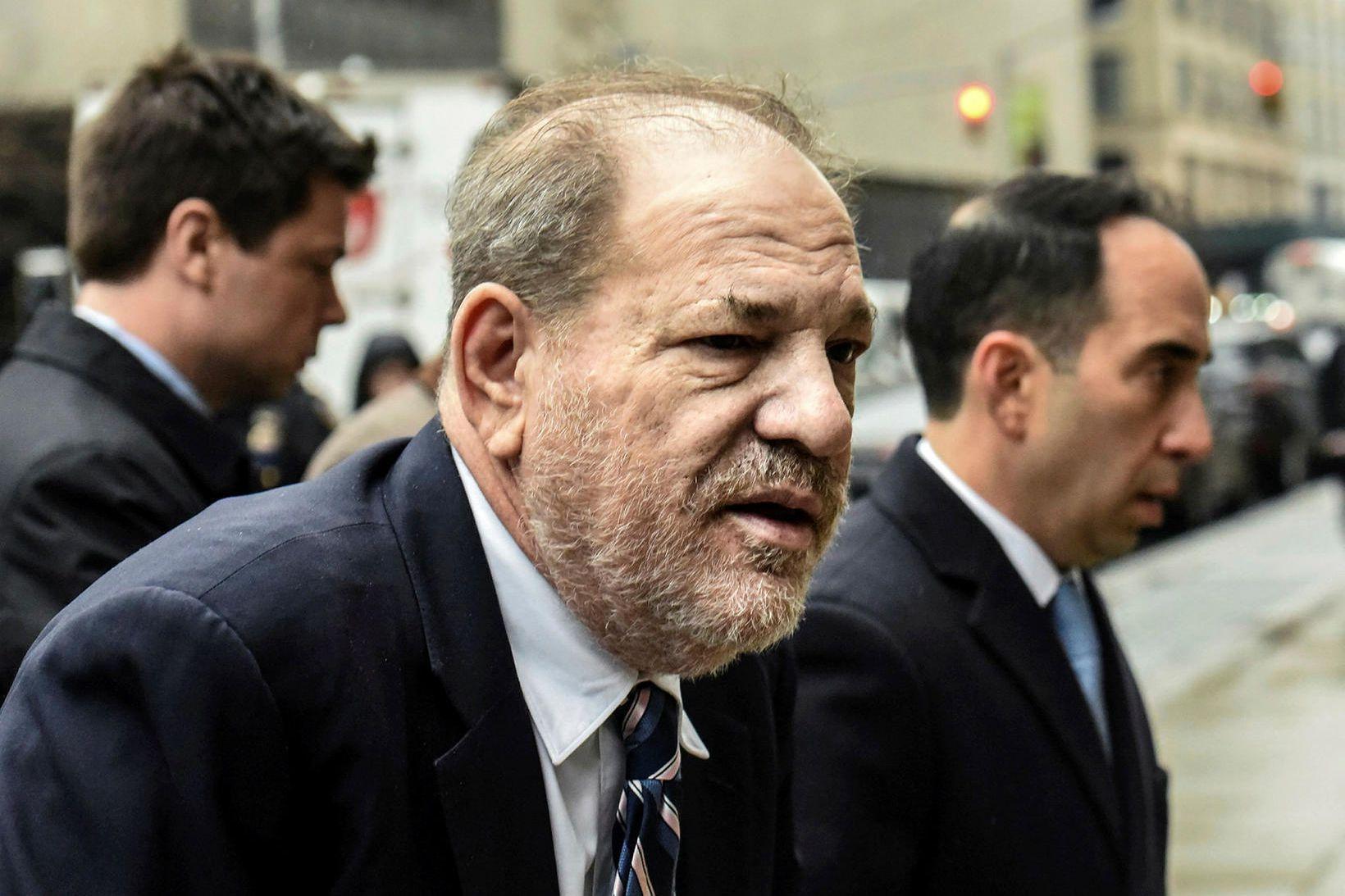 Weinstein á leið í réttarsalinn í New York í dag.