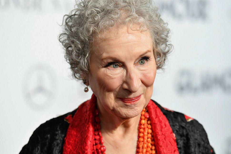 Margaret Atwood er höfundur Handmaid's Tale.