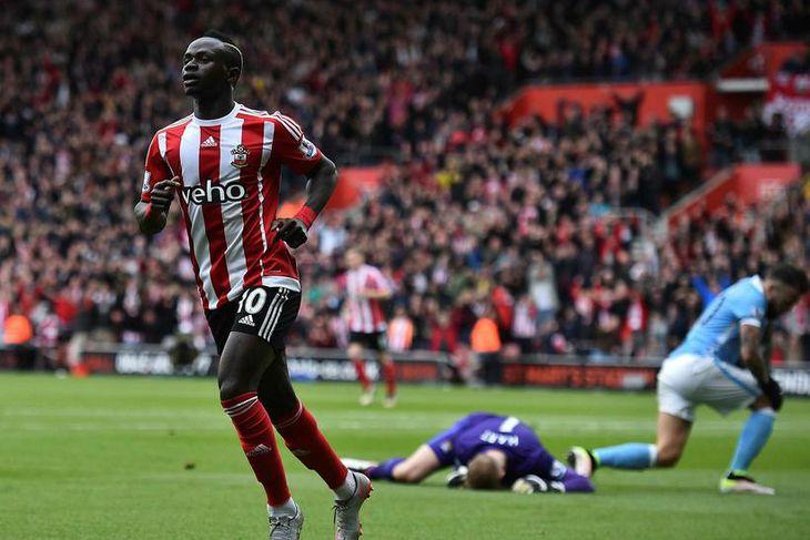 Sadio Mané, sóknarmaður frá Senegal, er kominn til Liverpool frá Southampton fyrir 34 milljónir punda.