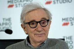 Woody Allen neitar að hafa brotið á dóttur sinni fyrir tæpum 30 árum.