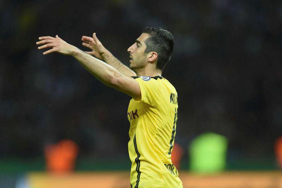 Armenski miðjumaðurinn Henrikh Mkhitaryan er kominn til Manchester United frá Dortmund.