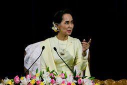 Aung San Suu Kyi, leiðtogi Búrma, hefði átt að segja af sér embætti frekar en …