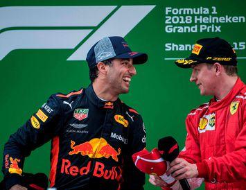 Líklegt virðist að Daniel Ricciardo (t.v.) leysi Kimi Räikkönen af hjá Ferrari. Hér eru þeir ...