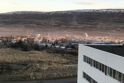 Myndin er tekin nú í vikunni þegar mikið svifryk lá yfir Akureyri.