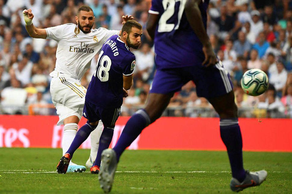 Karim Benzema skorar mark Real.