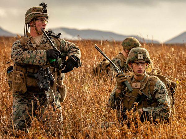 Armed marines in Keflavík.