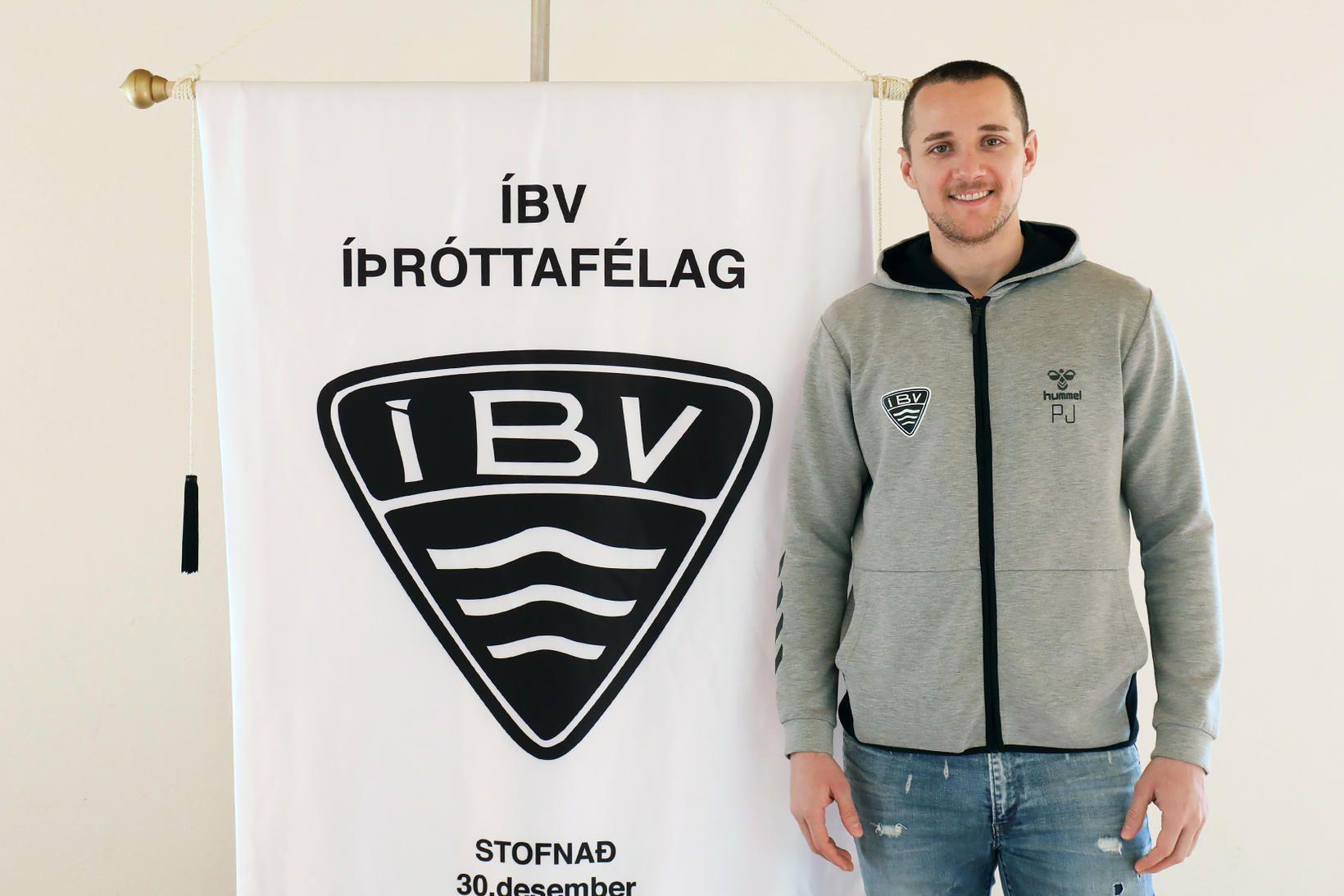 Petar Jokanovic verður áfram í Vestmannaeyjum.