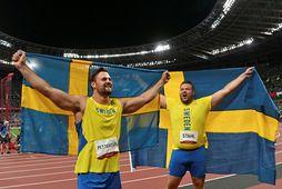Simon Pettersson og Daniel Ståhl fagna árangrinum í dag.