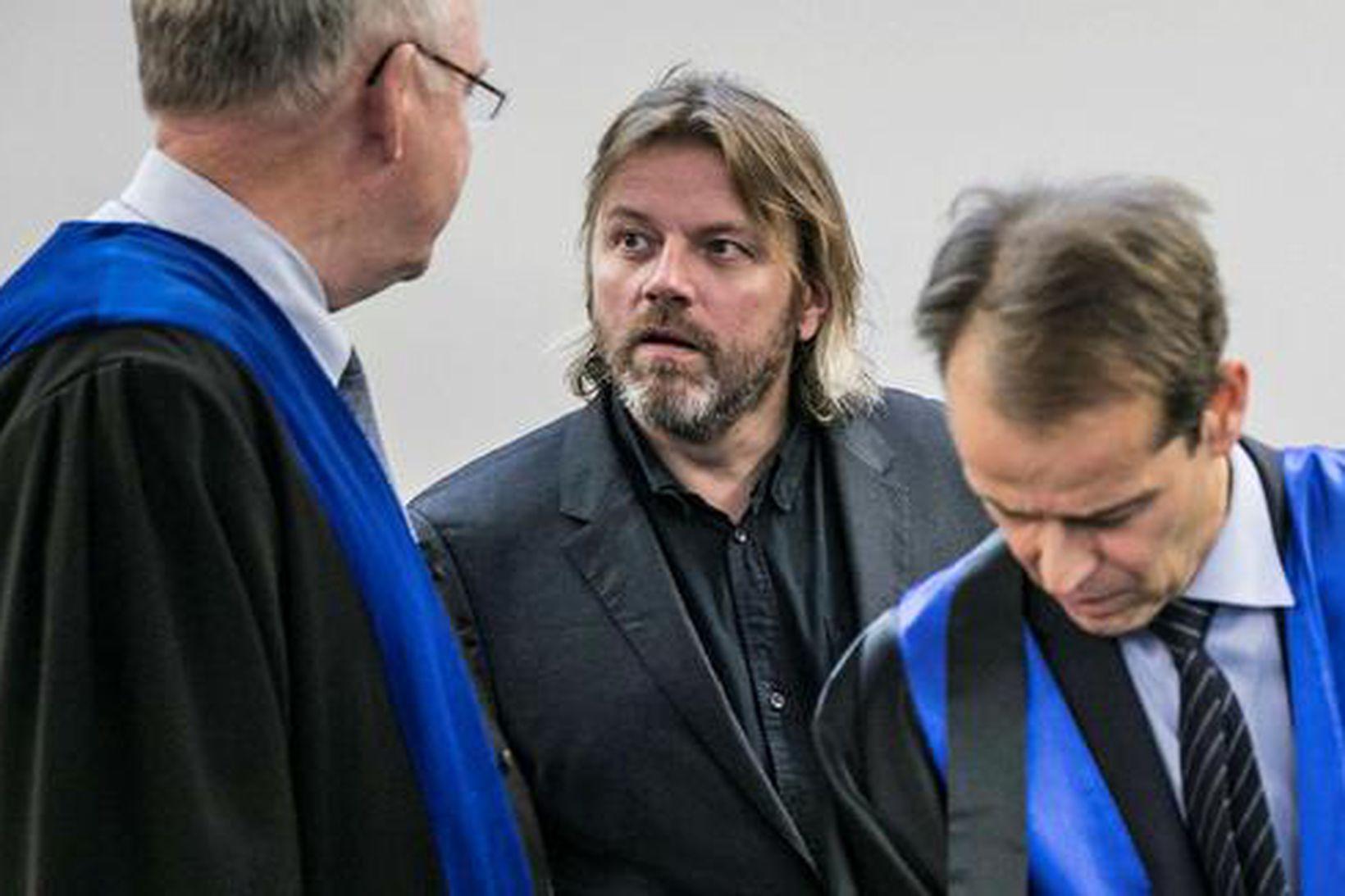 Jón Ásgeir Jóhannesson (annar frá vinstri) og Bjarni Jóhannesson (annar …