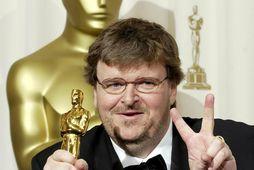 Michael Moore hvetur alla til að sjá myndina um Jókerinn sem hann segir bera mikilvægan ...