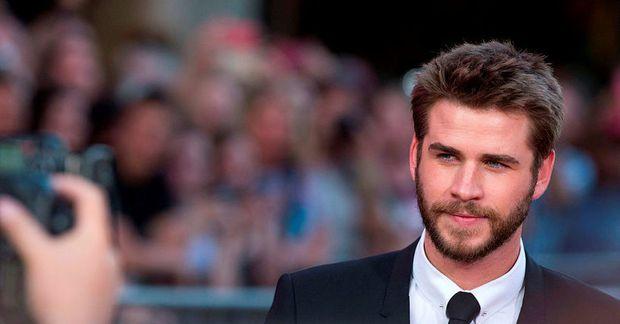 Liam Hemsworth nýtur lífsins í Byron Bay.