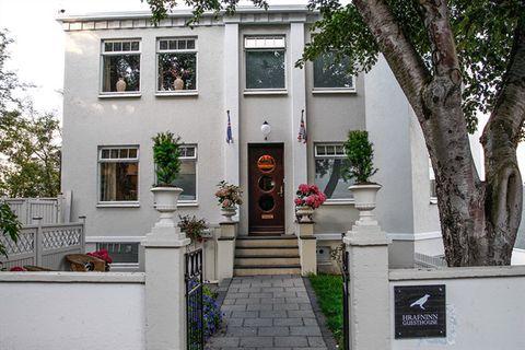 Guesthouse Hrafninn