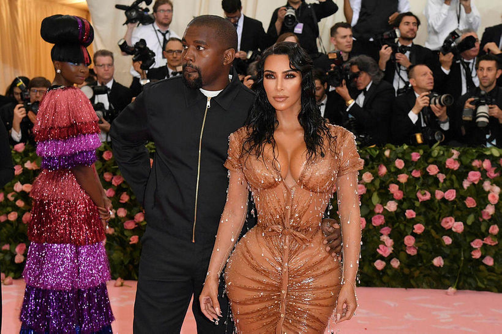 Kim Kardashian ásamt eiginmanni sínum Kanye West. Hún vakti mikla …