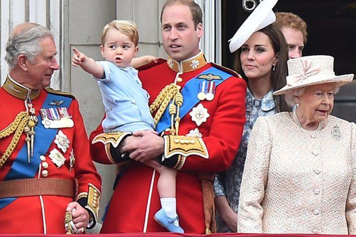 Karl Bretaprins er kallaður afi Wales af Georgi prins.