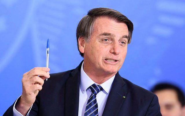 Bolsonaro mundar Bic-penna fyrr í mánuðinum. Myndin var, merkilegt nokk, ekki tekin í tengslum við ...