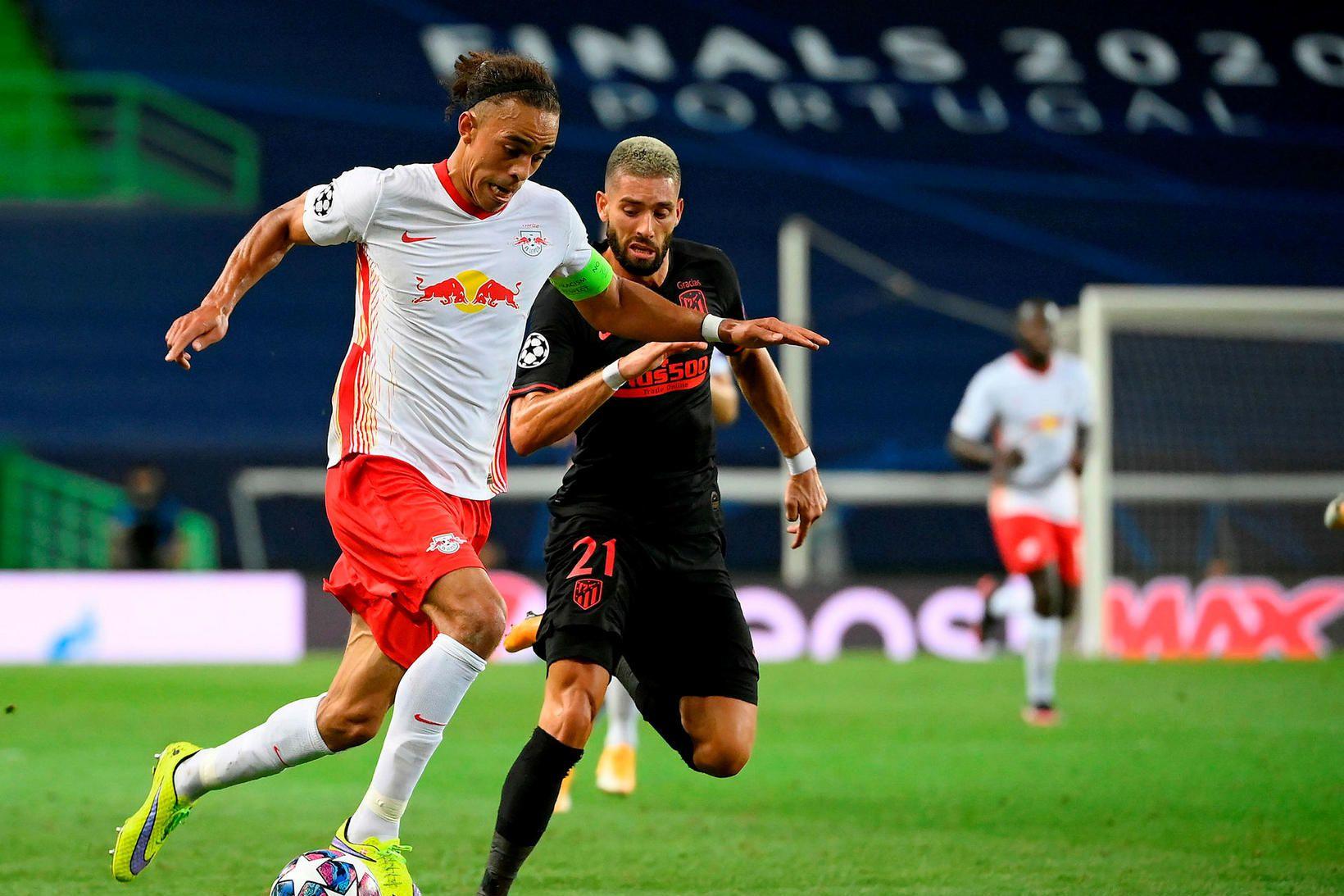 Yussuf Poulsen úr Leipzig og Atlético-maðurinn Yannick Carrasco eigast við …