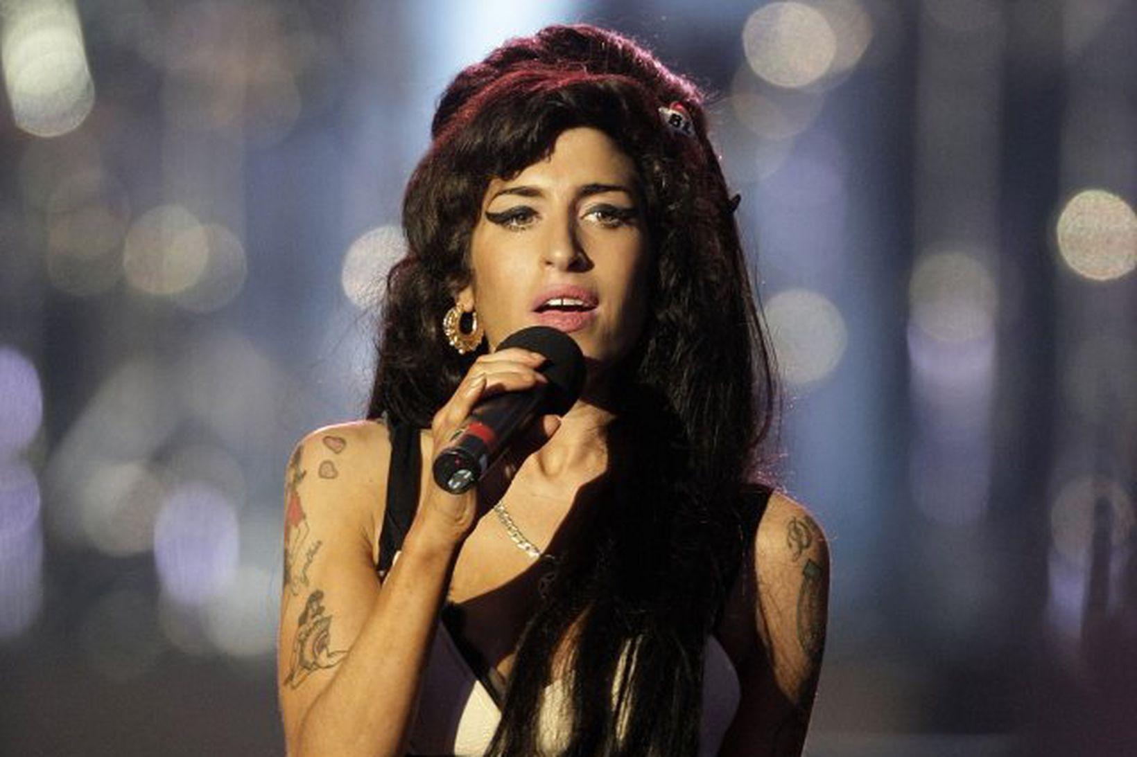 Janis Winehouse, móðir Amy Winehouse, ætlar að gera heimildamynd um …