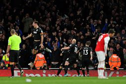 Leikmenn Brighton fagna sigurmarki Neal Maupay gegn Arsenal í kvöld.