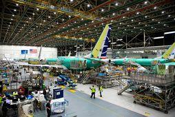 Boeing 737 MAX-vélarnar voru kyrrsettar í mars síðastliðnum og síðan þá hafa Boeing-verksmiðjurnar dregið úr …