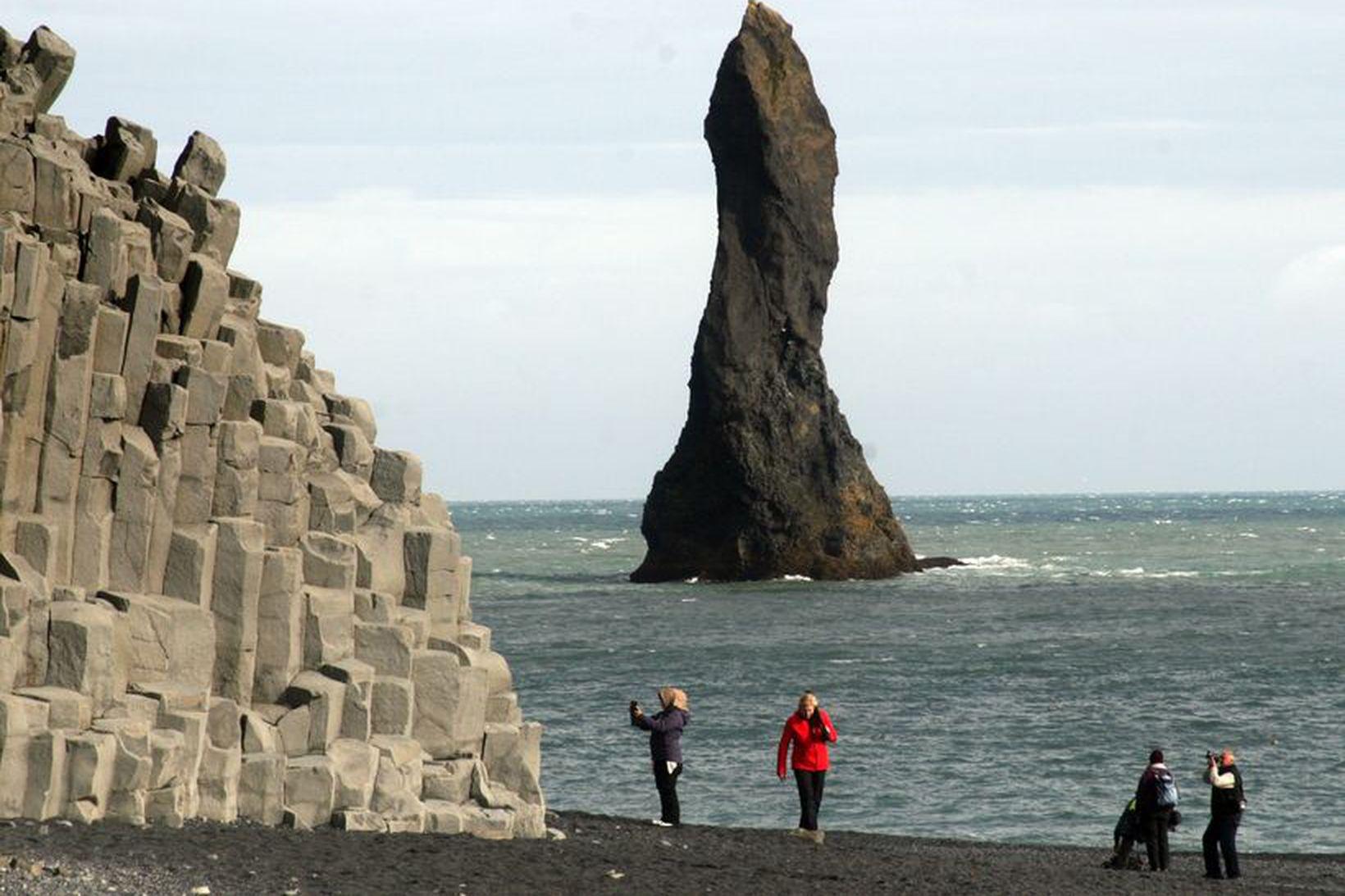 Ferðamennirnir fóru í Reynisfjöru, en áttu að vera í sóttkví.