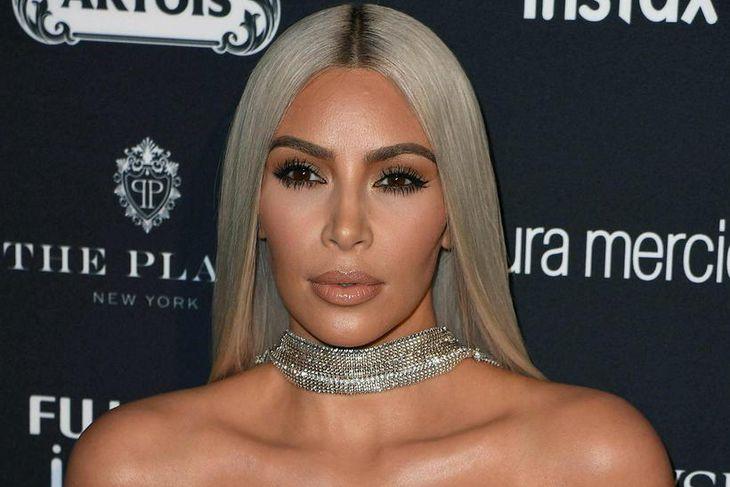 Kim Kardashian svindlaði á prófum þegar hún var í skóla.
