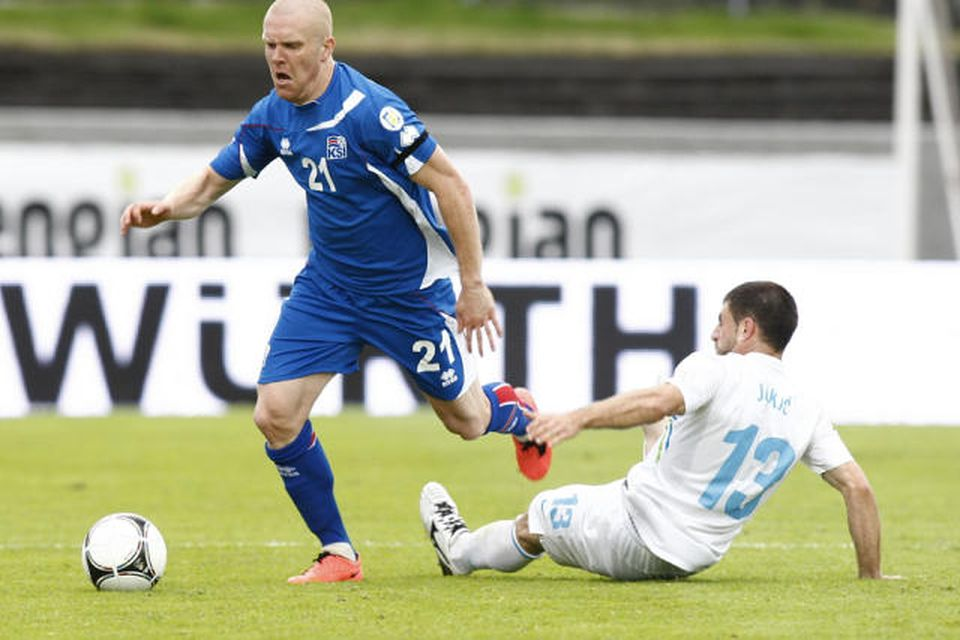 Emil Hallfreðsson á fullri ferð á Laugardalsvelli.