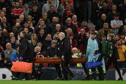 Naby Keita var borinn af velli gegn Liverpool.