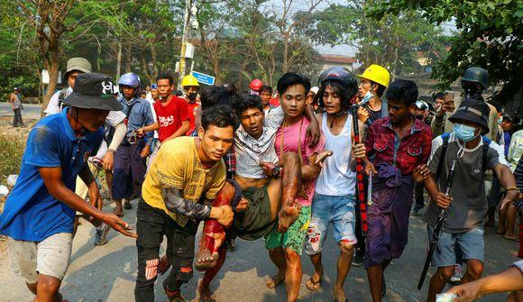 38 drepnir í blóðugum mótmælum í Mjanmar