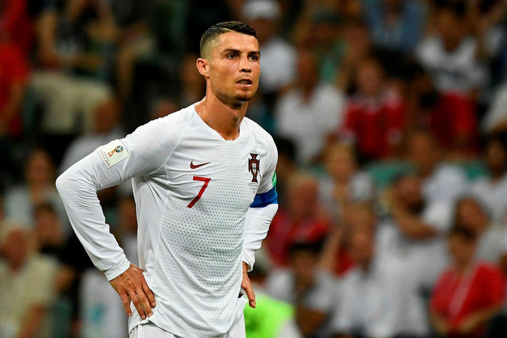 Cristiano Ronaldo súr á svip eftir tapið gegn Úrúgvæ í …