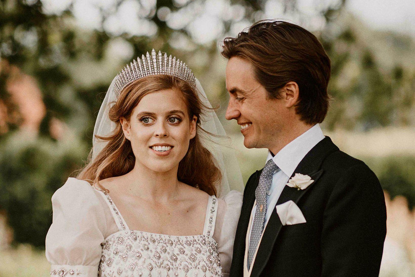 Beatrice princessa og Edoardo Mapelli Mozzi gengu í hjónaband í …