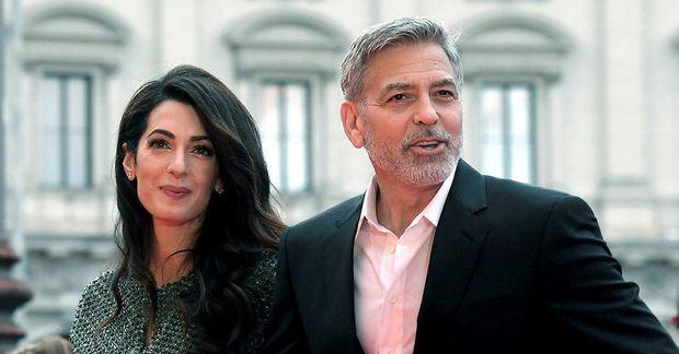 Amal og George Clooney njóta í fríinu.