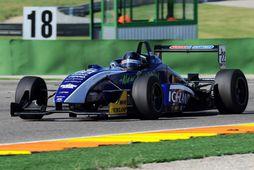 Kristján Einar á Dallara formúlu-3 bíl sínum í Valencia í dag.