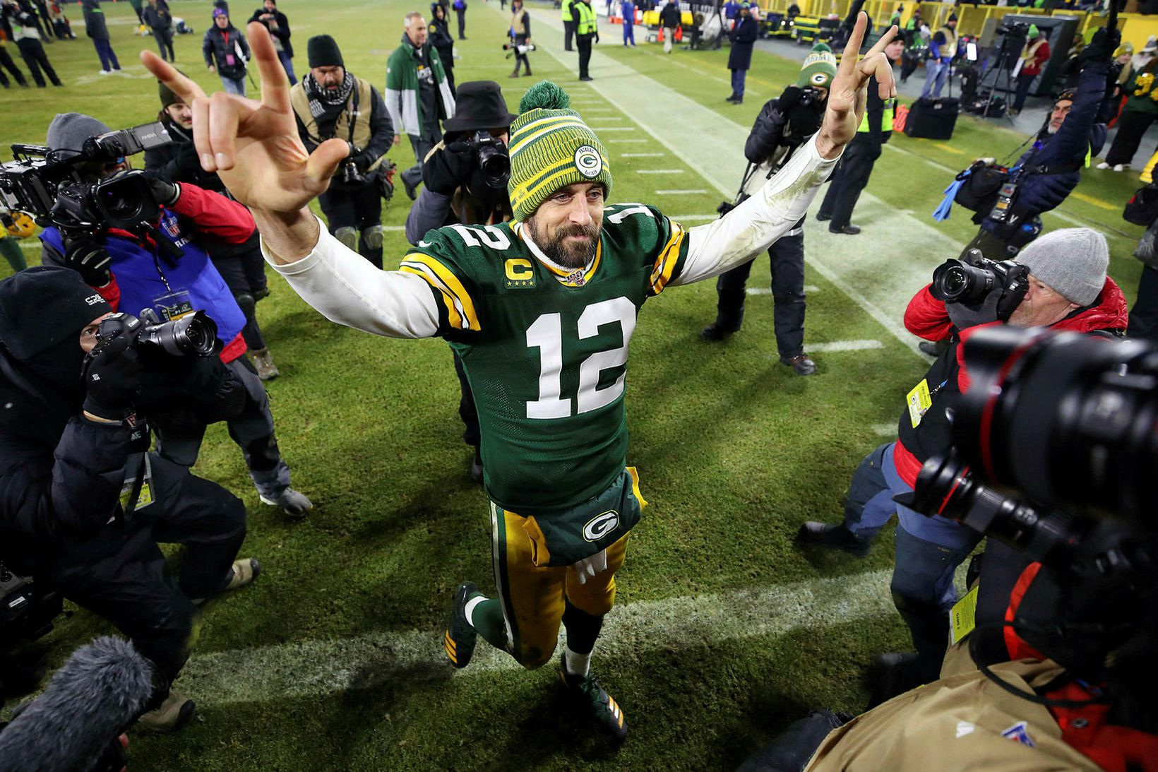Aaron Rodgers hjá Green Bay Packers fagnar sigrinum á Seattle …