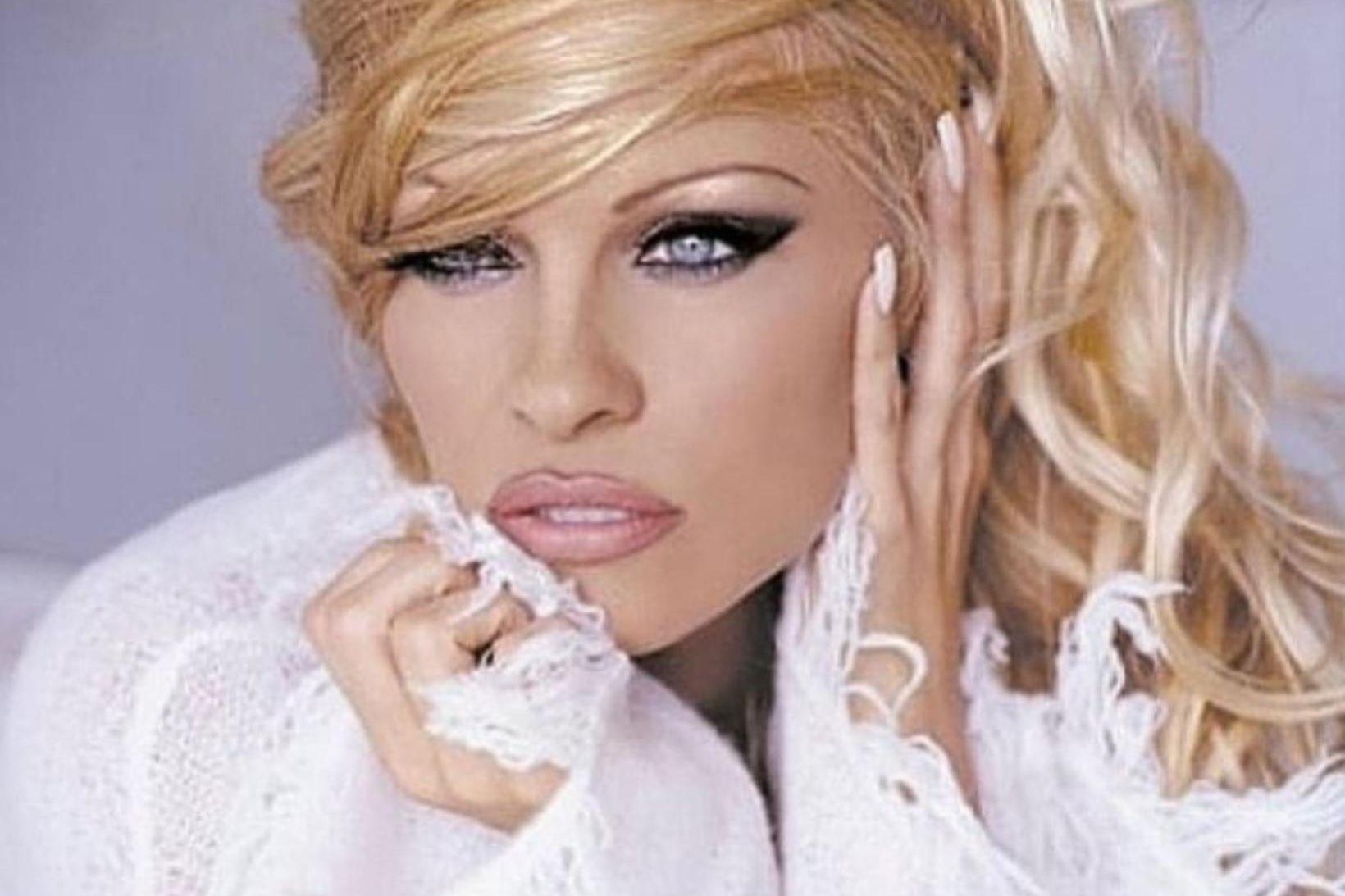 Pamela Anderson segist vita sitthvað um kynlíf og er nú …