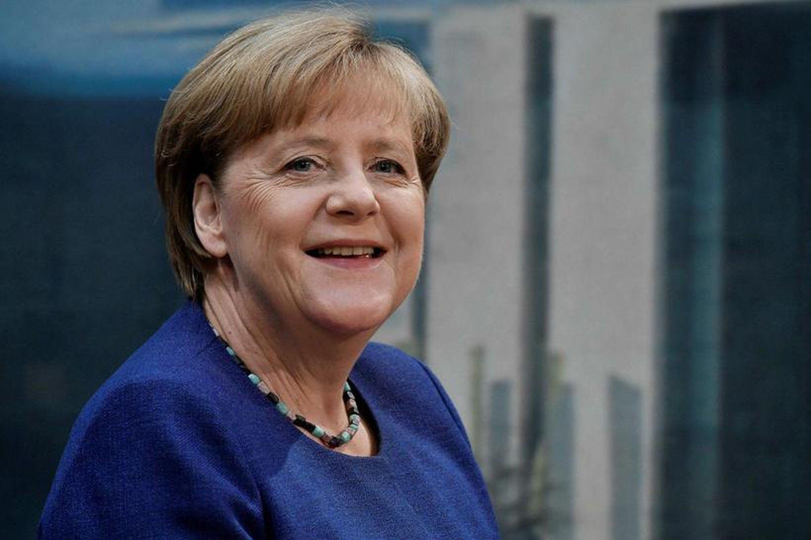 """Samkvæmt skýrsluhöfundum fjölluðu fjölmiðlar ekki um """"allir velkomnir""""-stefnu Angelu Merkel …"""