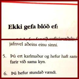 Samkvæmt reglum Blóðbankans má karlmaður ekki gefa blóð ef hann hefur haft samfarir við annan ...