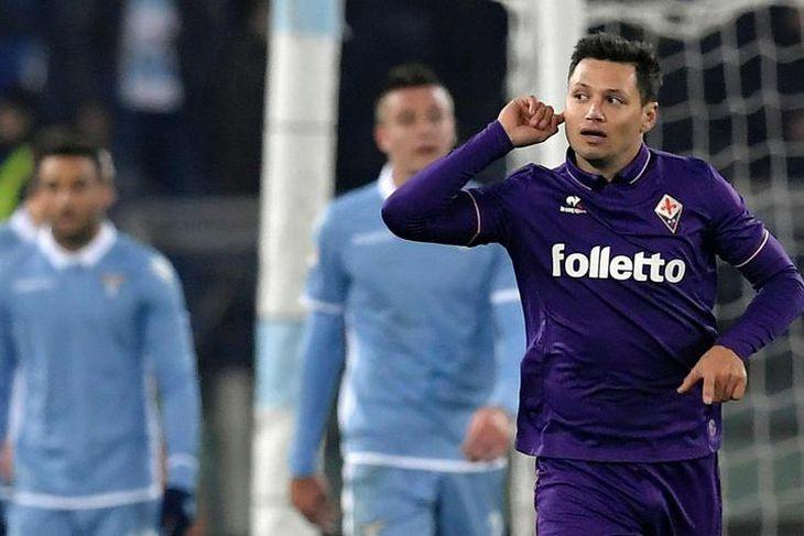 Argentínski framherjinn Mauro Zárate er kominn til Watford frá Fiorentina og samdi til hálfs þriðja ...