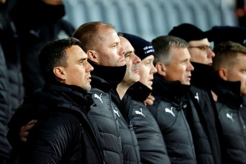 Coach Arnar Þór Viðarsson and assistant manager of the team, Eiður Smári Guðjohnsen, the two on the left in the photo, were not able to select all the players they wanted to be on the team.