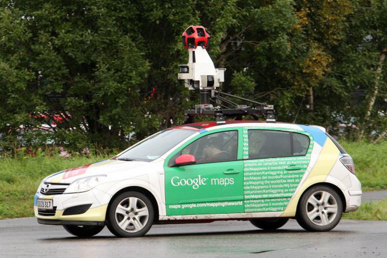 Kortlagningarbíll Google Street View við mælingar og myndatökur í Svíþjóð.